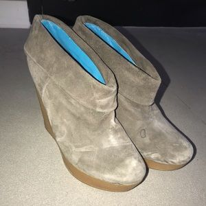Matiko booties! real suede. size 8